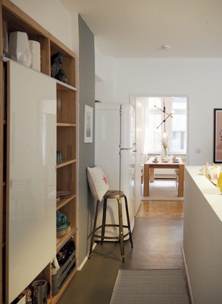 (Durch)blick über die Küche bis ins Esszimmer. Foto: Marasco-Albry