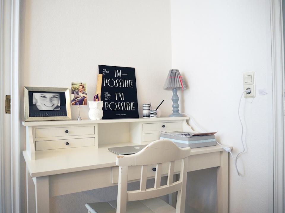 Home-Office: Schnellen Papierkram erledigt Christina am liebsten an ihrem kleinen Schreibtisch im Esszimmer. Foto: Marasco-Albry