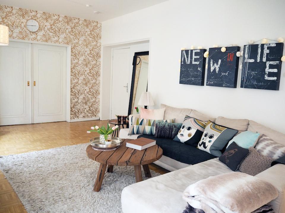 Das geräumige Sofa und die kuscheligen Kissen laden zum Verweilen ein... da möchte man gar nicht mehr aufstehen. Foto: Marasco-Albry