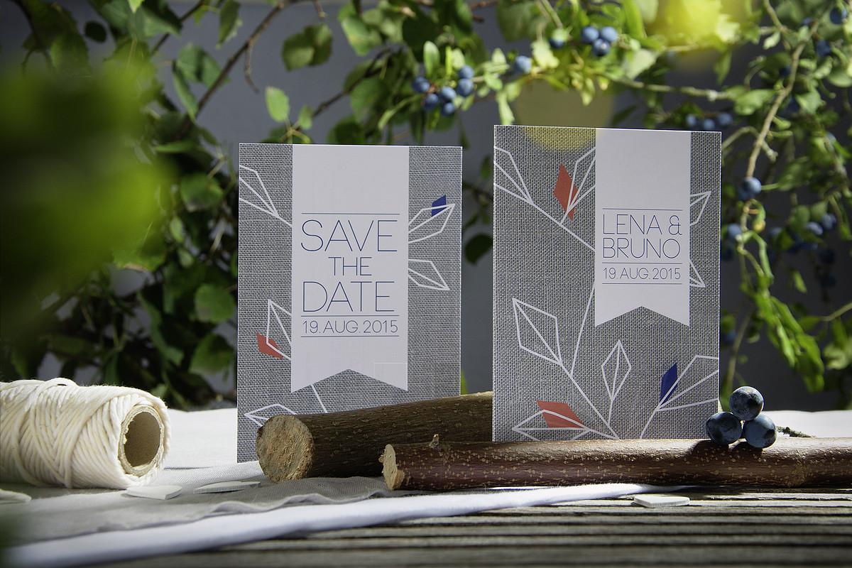 Bei der Hochzeitspapeterie »Naturliebe« hat sich Christiane von grafischen Formen aus der Natur inspirieren lassen und eine Kollektion kreiert, mit der man seine Liebe zur Natur teilen kann. Foto: hochzeitskartendesign.com (Zur Homepage gehts mit einem Klick aufs Bild)
