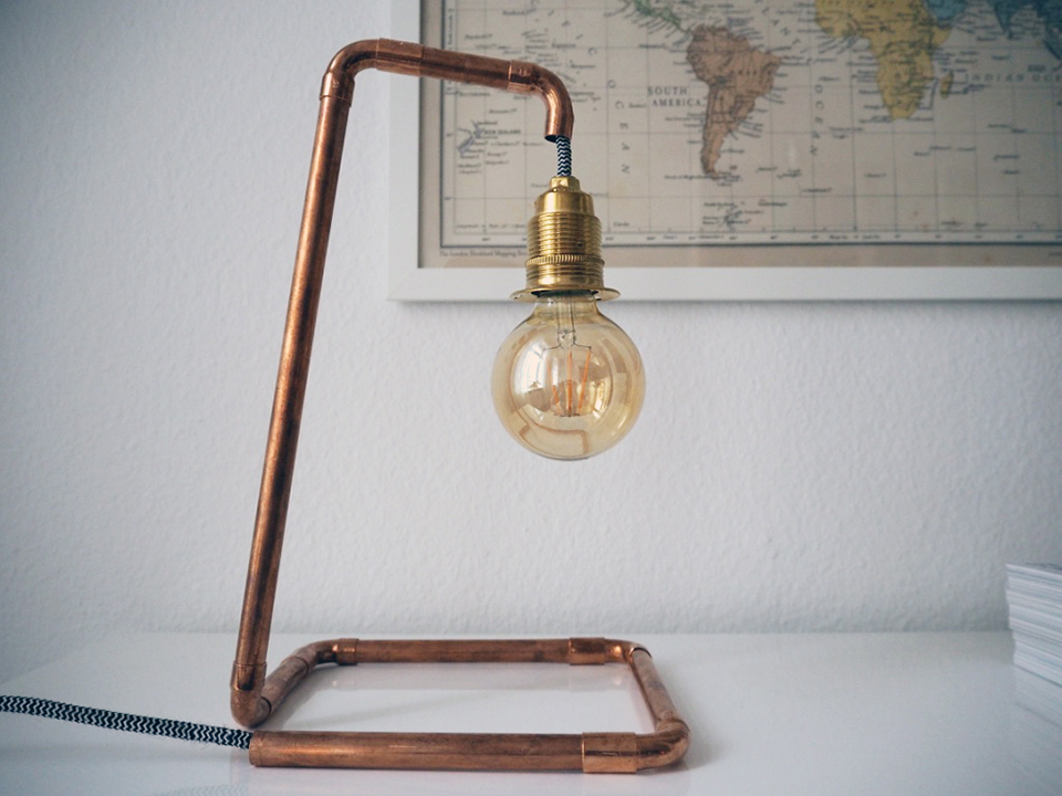 DIY: Industrial-Style für zu Hause mit selbst gebauter Kupferlampe
