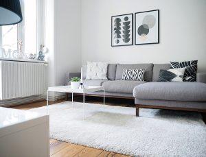 Ein Designklassiker in Lieblings' Wohnzimmer: Der Tray Table von Hat aus dem Online-Shop Smow.