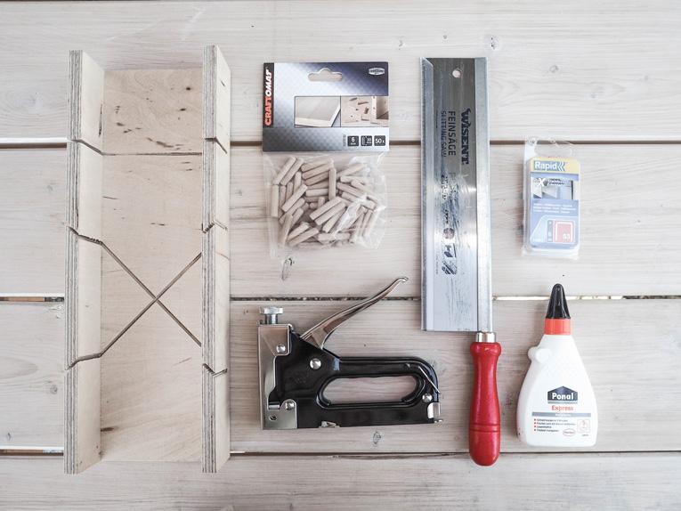 DIY-Plantbox-Pflanzbox-aus-Holz-Balkon-Terrasse-Garten-Bondex-Lack_Tools-Flatlay